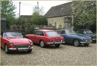 Cotswold Woollen Weavers welcomes the Oxfordshire MG Owners' Club to Filkins