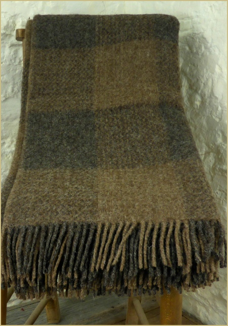 Cotswold Woollen Weavers' Natural British Wool Leno Throws